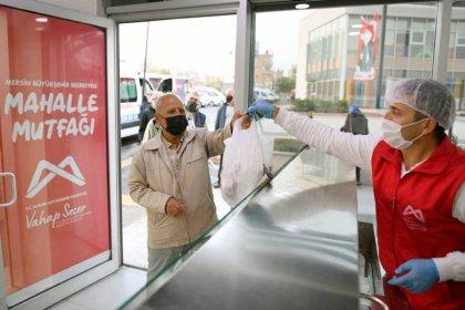 Mersin Büyükşehir Belediyesi, yurttaşlara 3 TL'ye 3 çeşit yemek hizmeti sunuyor