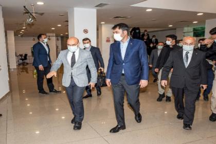 Murat Kurum'dan Tunç Soyer'e geçmiş olsun ziyareti