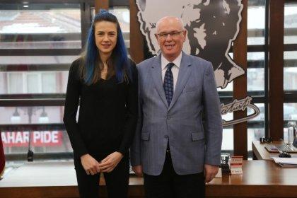 Odunpazarı Belediye Başkanı Kazım Kurt'tan 'Meryem Boz'a tebrik mesajı