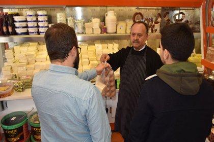 Şarküteri sahibi, öğrenciler için 'askıda peynir' uygulaması başlattı