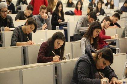 Öğrenciler YKS'nin temmuzda yapılmasını istiyor: 'Bu ülkenin geleceği turizm değil gençlerdir'