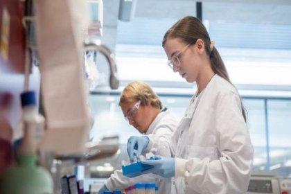 Oxford Üniversitesi, geliştirdiği koronavirüs aşısının yüzde 70 koruma sağladığını duyurdu