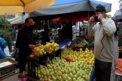 Pazarcılardan maskesini düzgün takmayanlara ürün satmama kararı
