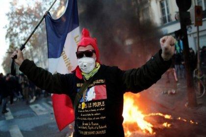 'Polis güvenlik yasası'na karşı Paris halkı sokakta