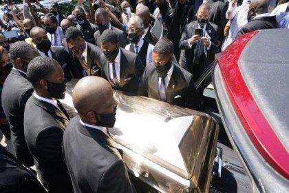 Polisin boğarak öldürdüğü George Floyd son yolculuğuna uğurlandı
