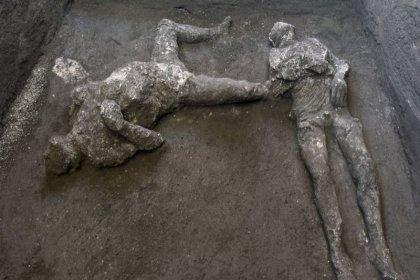 Pompeii'de 2000 yıl önceki yanardağ patlamasında ölen köle ve sahibinin kalıntıları bulundu