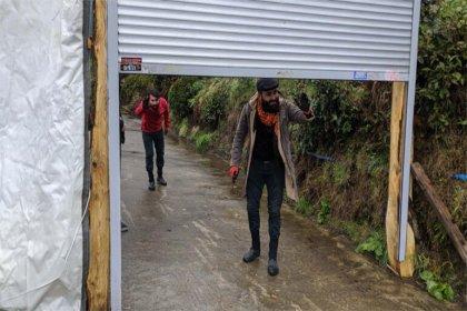Rize'de koronavirüsten korunmak için mahalleyi kepenkle kapattılar: 'Herkes rahat etti, çok güvendeyiz'
