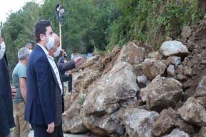 Rize'deki heyelanda köy yolu kapandı, dört ev boşaltıldı
