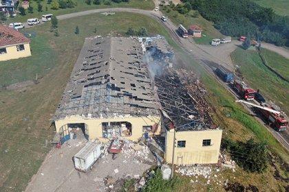 Sakarya'daki havai fişek fabrikasında meydana gelen patlamada yaşamını yitirenlerin sayısı 6'ya yükseldi