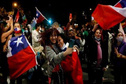Şili'de halk, Pinochet devrinden kalma anayasanın yeniden yazılmasına 'Evet' dedi