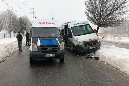 Sivas'ta servis minibüsleri çarpıştı: 12 yaralı