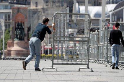 Sokağa çıkma yasağında Gezi Parkı'nı bariyerlerle kapadılar