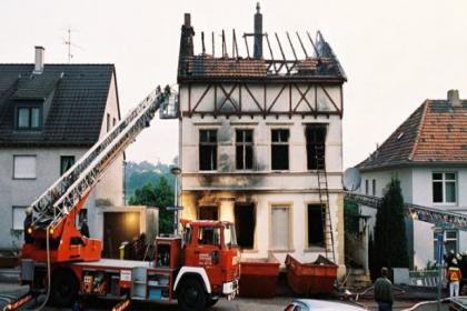 Solingen'de 27 yıl önce ırkçı saldırıda ölen Türkler anıldı