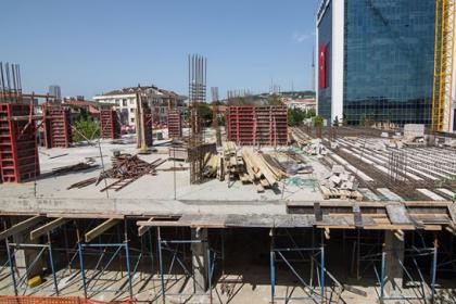 Tarikat vakfının inşaatı, kaçak kat nedeniyle mühürlenmesine rağmen devam ediyor