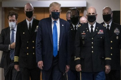 Trump ilk kez maskeyle görüntülendi
