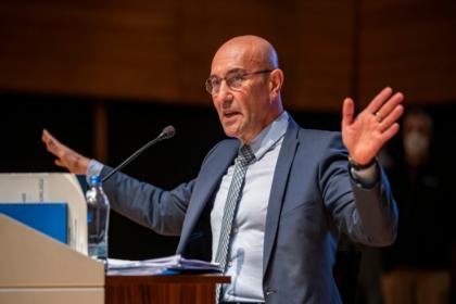 Tunç Soyer: Biz siyasetle zenginleşen siyasetçilerden değiliz
