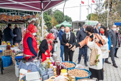 Tunç Soyer yılbaşı alışverişini Kültürpark Üretici Pazarı'nda yaptı