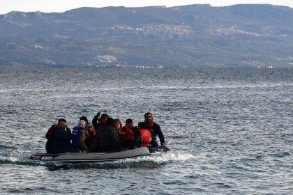 Türkiye'deki bazı göçmenler deniz yoluyla Midilli'ye geçiyor