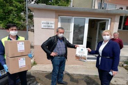 Uzunköprü Belediyesi, yurttaşlara dağıtılmak üzere maskeleri muhtarlıklara teslim etti