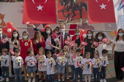 Vahap Seçer, Türkiye'nin 'hal'de açılan ilk kreşindeki 29 Ekim kutlamalarına katıldı