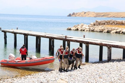 Van'daki tekne faciasında ölü sayısı 26'ya yükseldi
