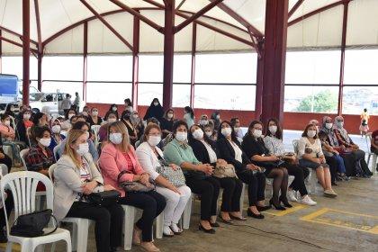 Yeşilkent'te kadınlar İBB yetkilileriyle bir araya geldi