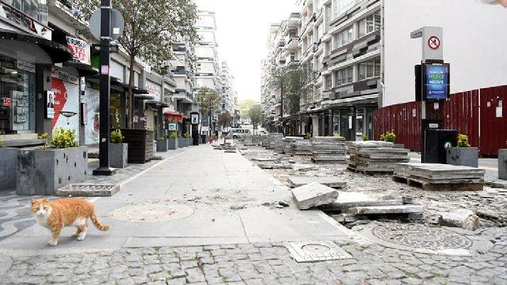 AKP'li belediye, 5 yıl önce yaptırılan granitleri kaldırdı, yeniden asfalta döndü, 25 milyon lira çöpe gitti!