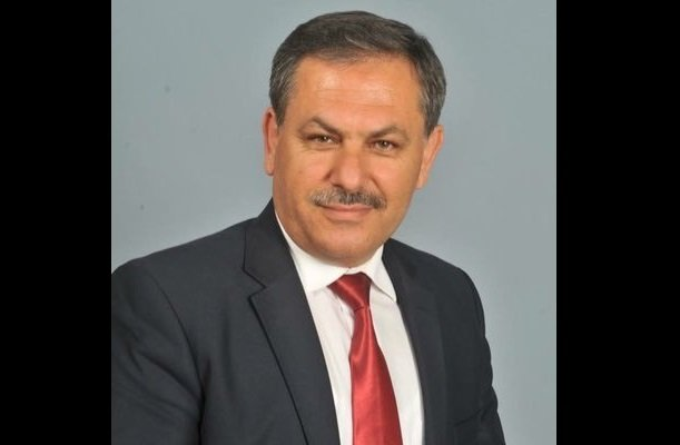 AKP'li Gündoğmuş Belediye Başkanı Mehmet Özeren; 'TOKİ tarafından 20 yıl ödemeli, istedikleri şekilde evler yapılacak. Evleri çok eski evi olan vatandaşlar keşke bizim de evimiz yansaydı diyecekler'