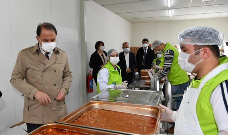 Beylikdüzü'nde Ramazan boyunca günlük 3 bin 100 kişiye sıcak yemek yardımı
