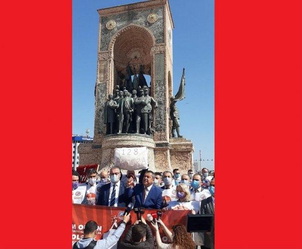 Birleşik Kamu İş, 1 Mayıs'ta Taksim Cumhuriyet Anıtı'na çelenk bıraktı