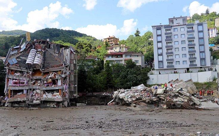 Bozkurt'taki sel felaketinde yıkılan Ölçer Apartmanı'nın müteahhidi adliyeye sevk edildi
