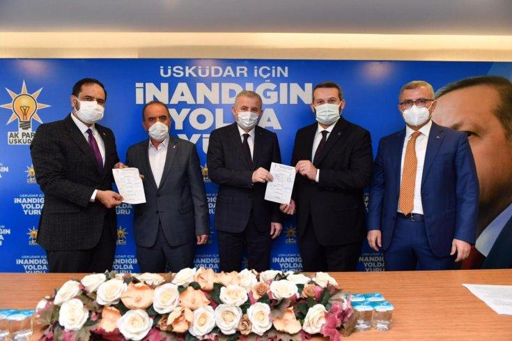 CHP'den istifa eden meclis üyeleri AKP'ye geçti