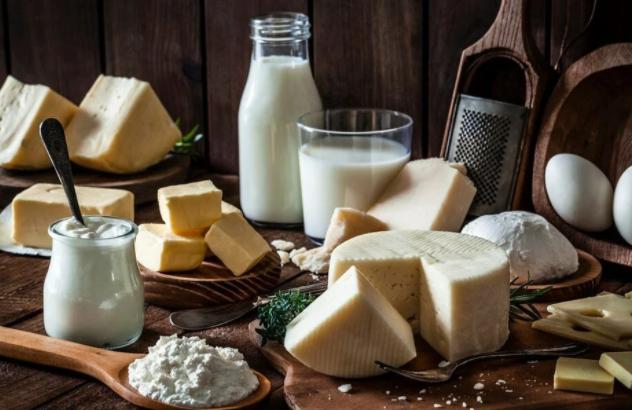 Daha fazla süt yağı tüketen kişilerin kalp hastalığı riski daha düşük