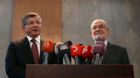 Davutoğlu ve Karamollaoğlu'dan 'yeni anayasa' açıklaması