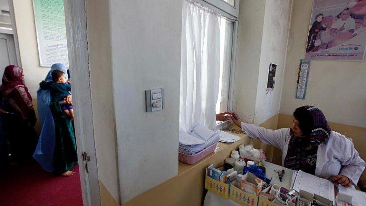 DSÖ: Afganistan'da yüzlerce sağlık merkezi kapanma riskiyle karşı karşıya