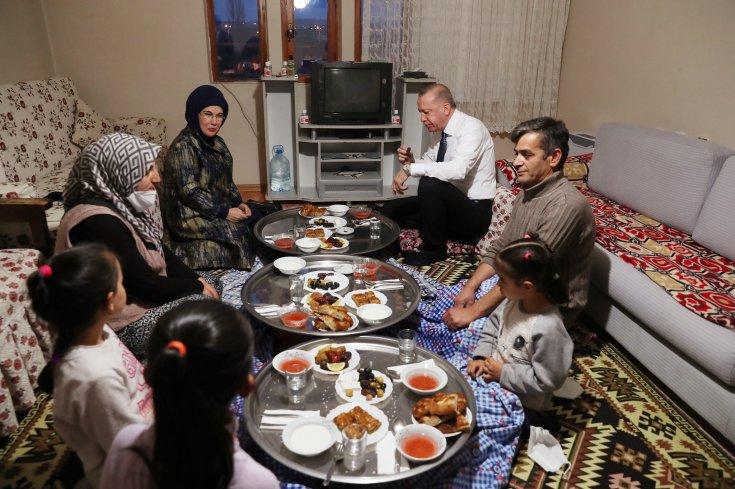 Erdoğan kendi koyduğu 'toplu iftar' yasağına yine uymadı