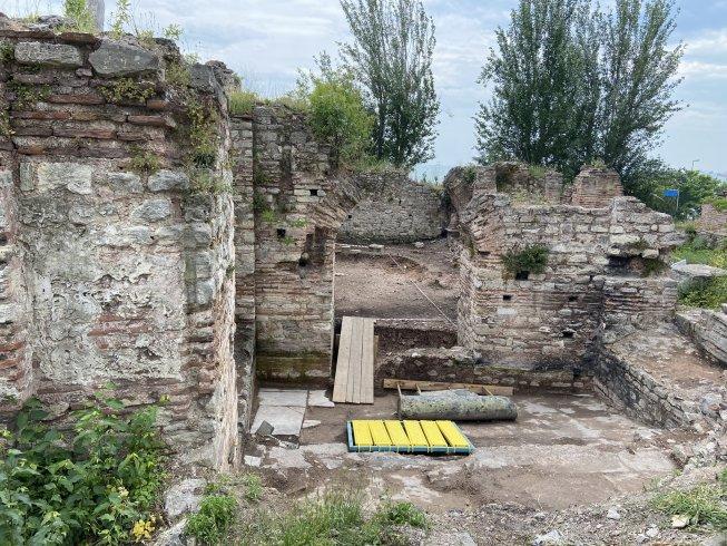 Fatih'te toprağa gömülü 1600 yıllık Bukoleon Sarayı'nı kurtarma çalışmaları sürüyor