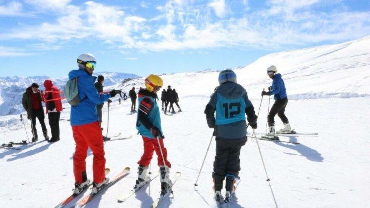 Hakkari'nin dağları kayak severleri ağırlıyor