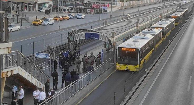 Haramidere'de bir şahıs metrobüste kendine zarar verirken gözaltına alındı