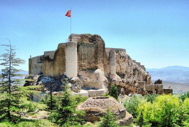 Harput Kalesi'nde Urartuların açık hava tapınak alanı bulundu