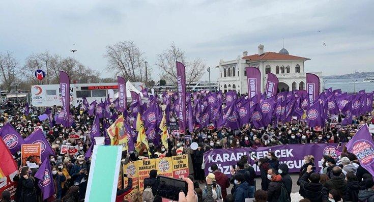 İstanbul Sözleşmesi'nin iptal edilmesine karşı kadınlar sokakta: 'Kararı geri çek, sözleşmeyi uygula'