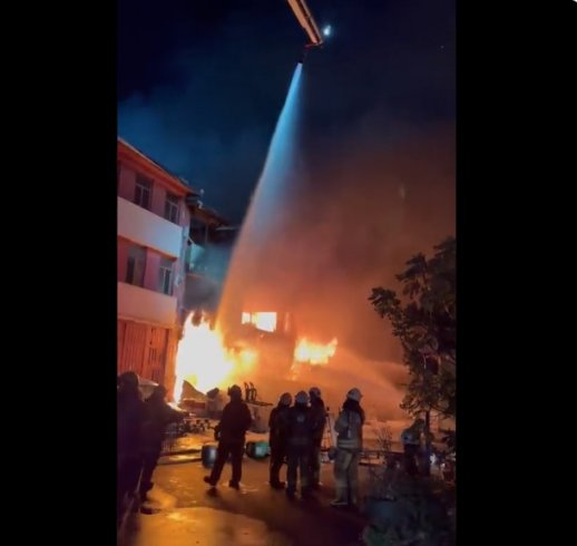 İstanbul'da İkitelli Çevre Oto Sanayi Sitesi'nde yangın