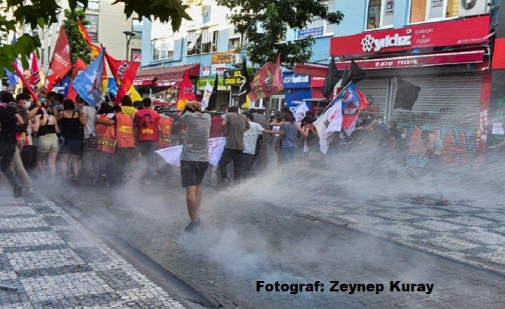 İstanbul'daki Suruç anmasına polis müdahale etti, çok sayıda gözaltı var