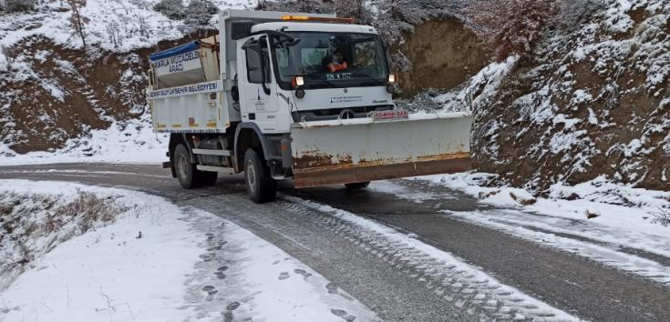 İzmir'de 78 köy ve mahalle yolunda kar küreme çalışması yapıldı