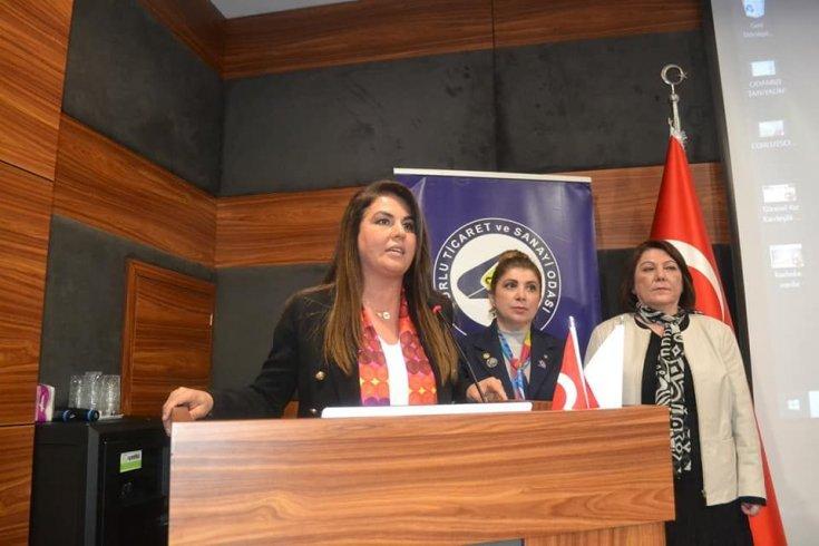 Kapı kapı dolaşıp karne dağıtan AKP'li başkana, Feray Karagöz'den tepki: Okul müdürü hakkında işlem yapmalı