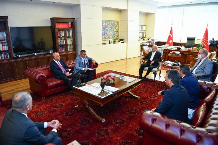 Kılıçdaroğlu, Birleşik Kamu-İş Genel Başkanı Mehmet Balık ve beraberindeki heyeti kabul etti