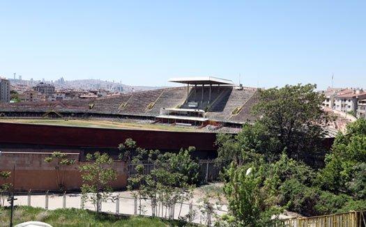 Meslek örgütleri ve yurttaşlar yıkılarak millet bahçesi yapılmak istenen Cebeci Stadyumu'una sahip çıktı: 'Bir kent simgesidir, yıkılamaz'
