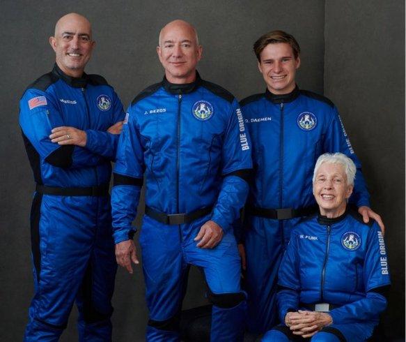 Milyarder işadamı Jeff Bezos bugün uzaya seyahat ediyor