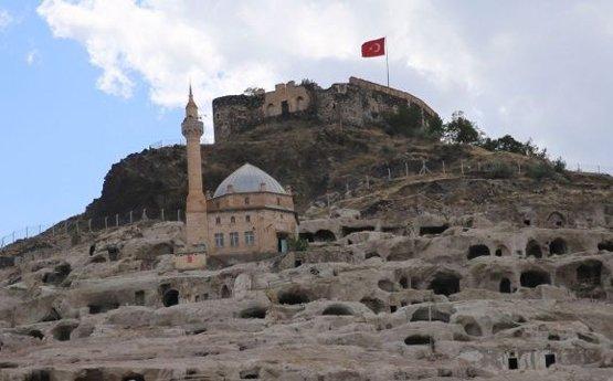 'Nevşehir Kalesi ve çevresi arkeolojik SİT alanıdır, korunmalıdır'