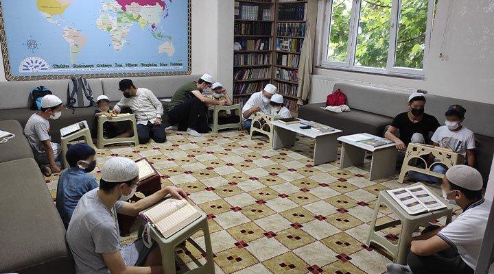 Okullar Saadet Partisi'nin gençlik kolu AGD için Kuran kursuna dönüştürüldü